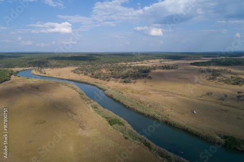 Helicóptero aterrado na margem do rio Cubango na província da Huíla em Angola