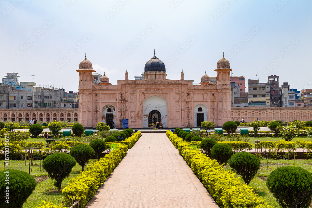 Fototapeta View of Mausoleum of Bibipari in Lalbagh fort. Lalbagh fort is an incomplete Mughal fortress in Dhaka, Bangladesh