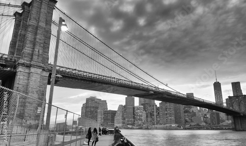 Black and white view of Brooklyn Bridge and Downtown Manhattan at sunset © jovannig