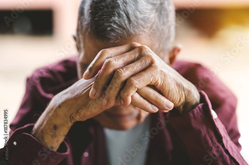 Photo senior man covering his face with his hands.vintage tone