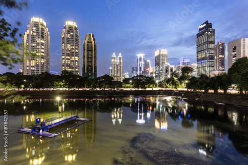 Stampa su Tela  Reflection of Jakarta business district skyline during blue hour in Indonesia