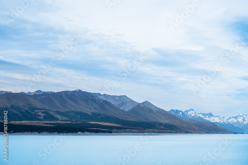 Papiers peints Alpes Beautiful scene of Mt Cookbeside the lake with blue sky and clouod in summer. New Zealand