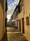 Fototapeta Uliczki - Little alley in Saintes-Maries-de-la-Mer, France during sunset