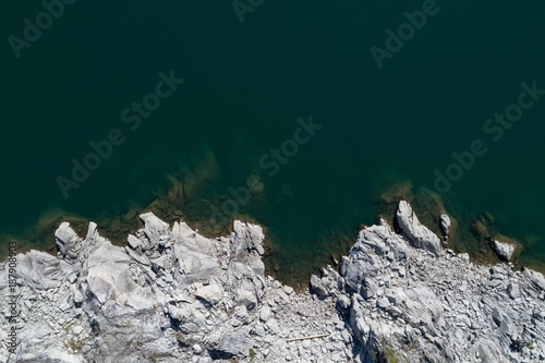 Spoed Foto op Canvas Zee / Oceaan Rocky coast along the turquoise sea