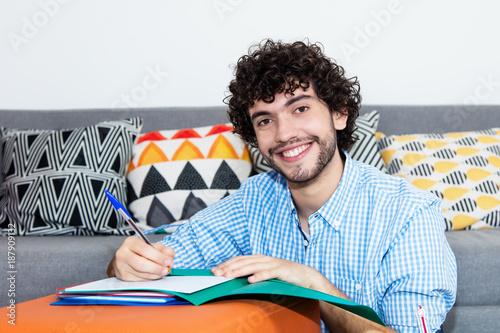 Lachender Student zuhause beim Lernen Canvas Print