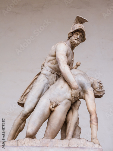 Photo  Menelaus supporting the body of Patroclus sculpture