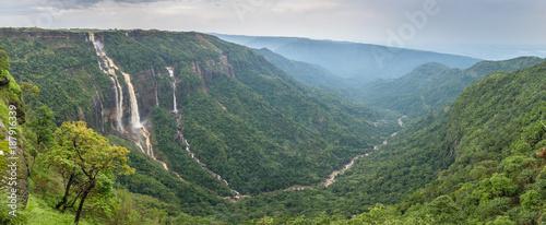 Küchenrückwand aus Glas mit Foto Wasserfalle Cherrapunjee, Meghalaya, India. Иeautiful panorama of the Seven Sisters waterfalls near the town of Cherrapunjee in Meghalaya, North-East India.