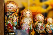 Russian Puzzle Nesting Dolls - Matryoshka