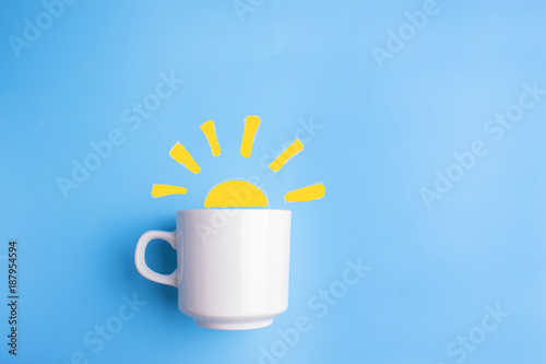 sun and white cup on blue background Fototapet