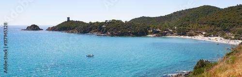 Fotografía Corsica, 04/09/2017: il Mar Mediterraneo e la Torre genovese sulla spiaggia di P