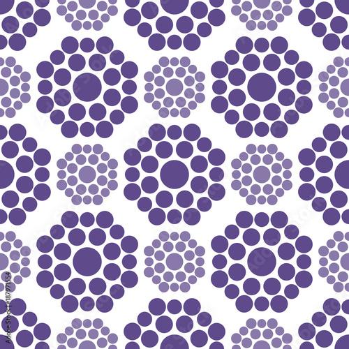 Obrazy wieloczęściowe piękne fioletowe wzory na białym tle