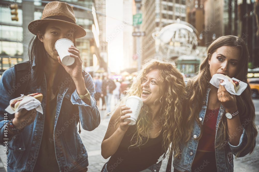Fototapety, obrazy: Group of friends having fun in New york
