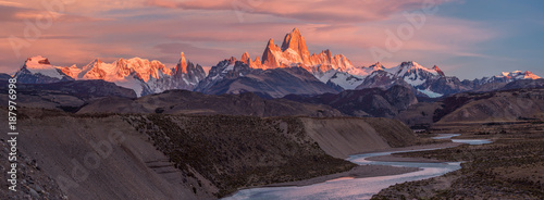 Fotografia Fitz Roy mountain near El Chalten, in the Southern Patagonia, on the border between Argentina and Chile