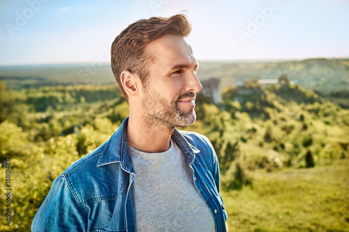 Portrait of smiling man during hiking trip in the mountains Tableau sur Toile