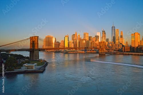 Poster Lieux connus d Amérique Brooklyn Bridge at sunrise.
