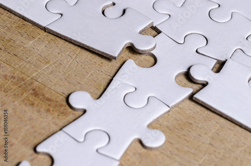 Fotografía  the unexpected solution, white jigsaw/puzzle with a row in wrong position, over