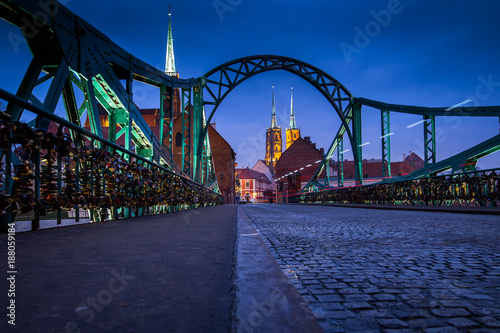 Staande foto Sydney famous old bridge on island Tumski with cathedral of St. John at dusk. Wroclaw, Poland, EU. A long time shutter exposure.