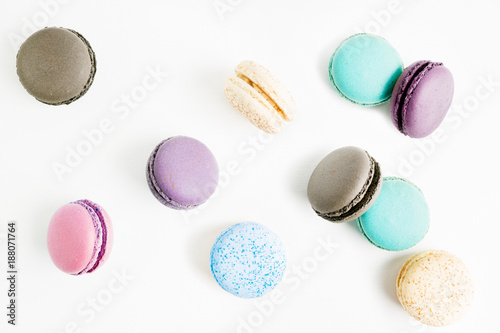 Foto op Plexiglas Macarons flying Colorful macarons on white background. Minimal pattern, creative dessert concept