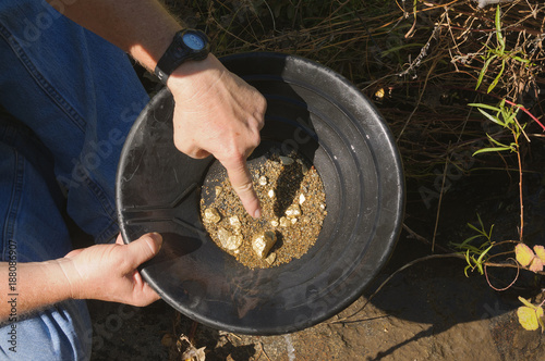 Fotografia, Obraz gold panning hoping to strike it rich