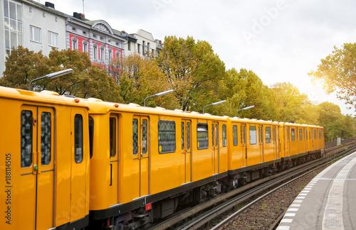 Keuken foto achterwand Berlijn Berlin yellow subway (U-Bahn), Schlesisches Tor station