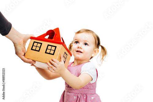 Cuadros en Lienzo toddler girl receiving a house