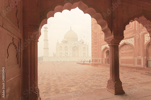 Spoed Foto op Canvas Asia land Taj Mahal epic traditional architecture view at sunrise