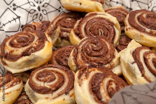Foto op Plexiglas Bakkerij Freshly baked cinnamon buns with chocolate