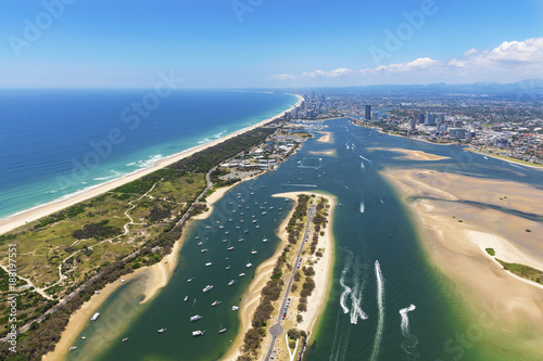 Sunny aerial view of The Spit and Broadwater looking towards Surfers Paradise Canvas-taulu