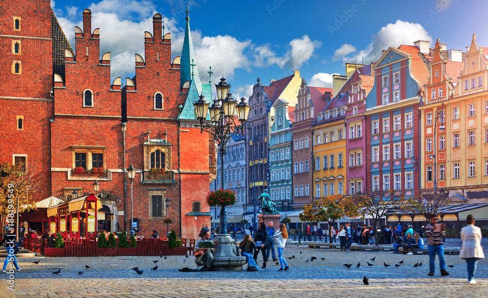 Fototapety, obrazy: Wrocławski rynek centralny ze starymi kolorowymi kamienniczkami