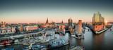 Elbphilharmonie i Hafencity o zachodzie słońca