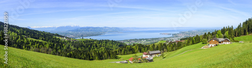 Aluminium Prints Blue sky Naturlandschaft am östlichen Bodensee