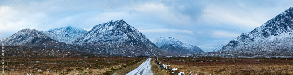 Fototapeta landscape view of scotland and the entrance to glen etive near buchaille etive mor in winter in panoramic landscape format