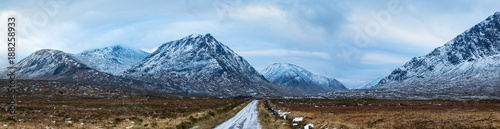 Photo landscape view of scotland and the entrance to glen etive near buchaille etive m