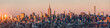 New York Skyline Panorama bei Sonnenuntergang, USA