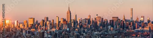 Fototapeta New York Skyline Panorama bei Sonnenuntergang, USA obraz