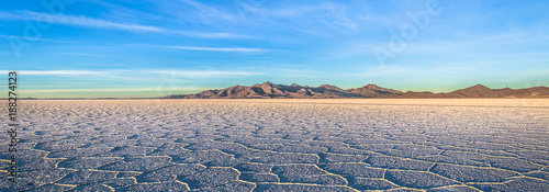 Fotobehang Landschap Landscape of the Uyuni Salt Flats at sunrise, Bolivia