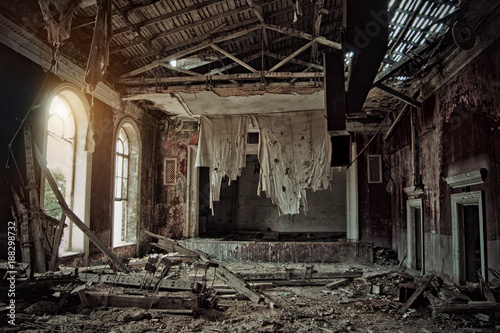 Photo sur Aluminium Opera, Theatre Old creepy abandoned rotten ruined haunted theater, a ragged curtain