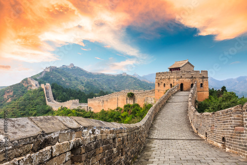 Montage in der Fensternische Chinesische Mauer Great Wall of China at the jinshanling section,sunset landscape