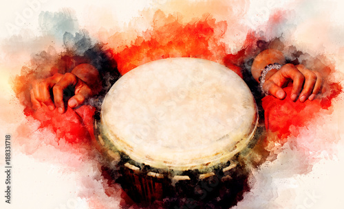 Fotografía  lady drummer with her djembe drum and softly blurred watercolor background