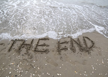 Text THE END On The Beach By T...