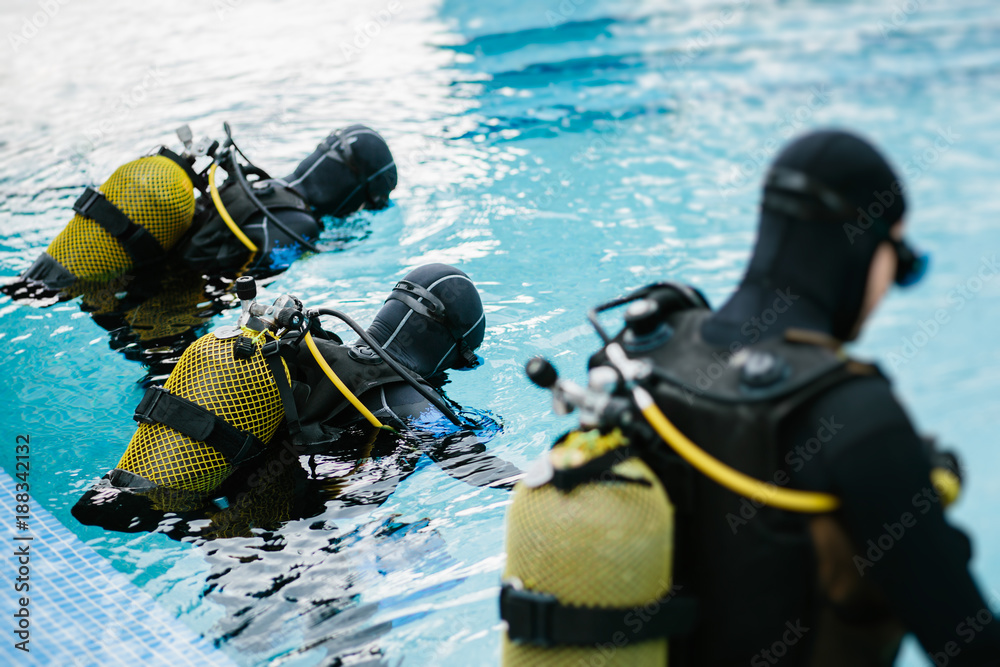 Fototapeta Divers training to pool