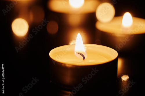 Photo  Memorial concept of lighted candles
