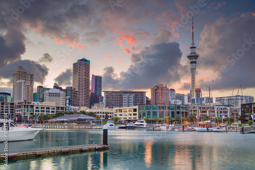 Poster Oceanië Auckland. Cityscape image of Auckland skyline, New Zealand during sunrise.