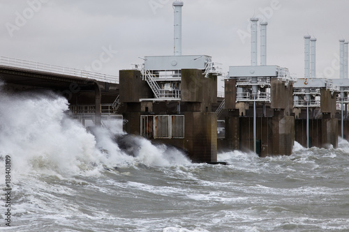 Spoed Foto op Canvas Dam Dutch Delta Works-the Eastern Scheldt (Oosterschelde) storm barrier closed for storm and flood