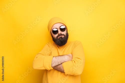 Fotografia  Man in sunglasses feeling proud