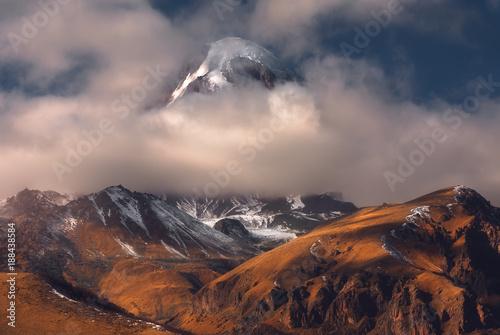 jesien-widok-kazbek-gora-w-gruzja
