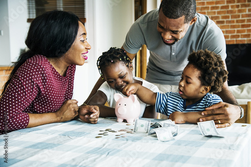 Canvas Print Family saving money to piggy bank