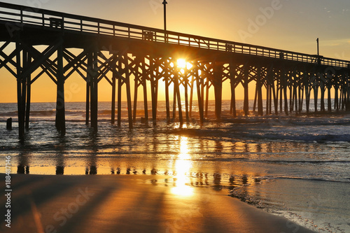 Papiers peints Morning Glory Golden sunrise over Atlantic ocean.Beautiful morning landscape with sun rising over ocean and wooden pier. Travel america background, tropical vacation concept. Myrtle Beach area, South Carolina, USA.