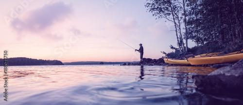 Fotografie, Obraz  Angler am abendlichen See