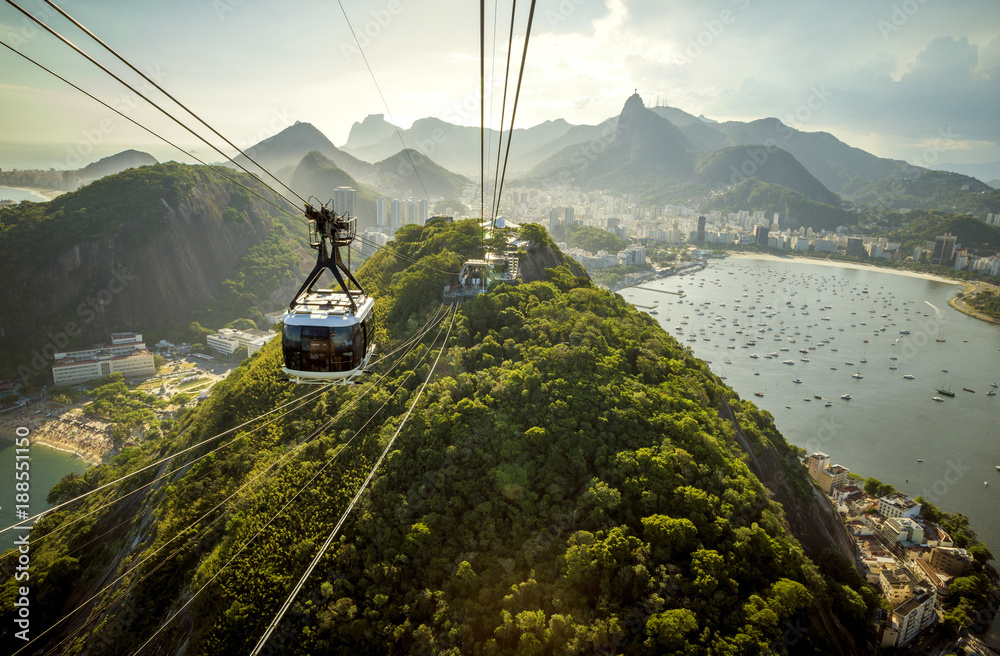 Fototapety, obrazy: Cable car going to Sugarloaf mountain in Rio de Janeiro, Brazil